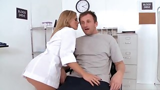 Awesome brazzers MILF gives a good handjob
