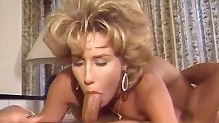 Beautiful vintage MILF anal sex in the bed